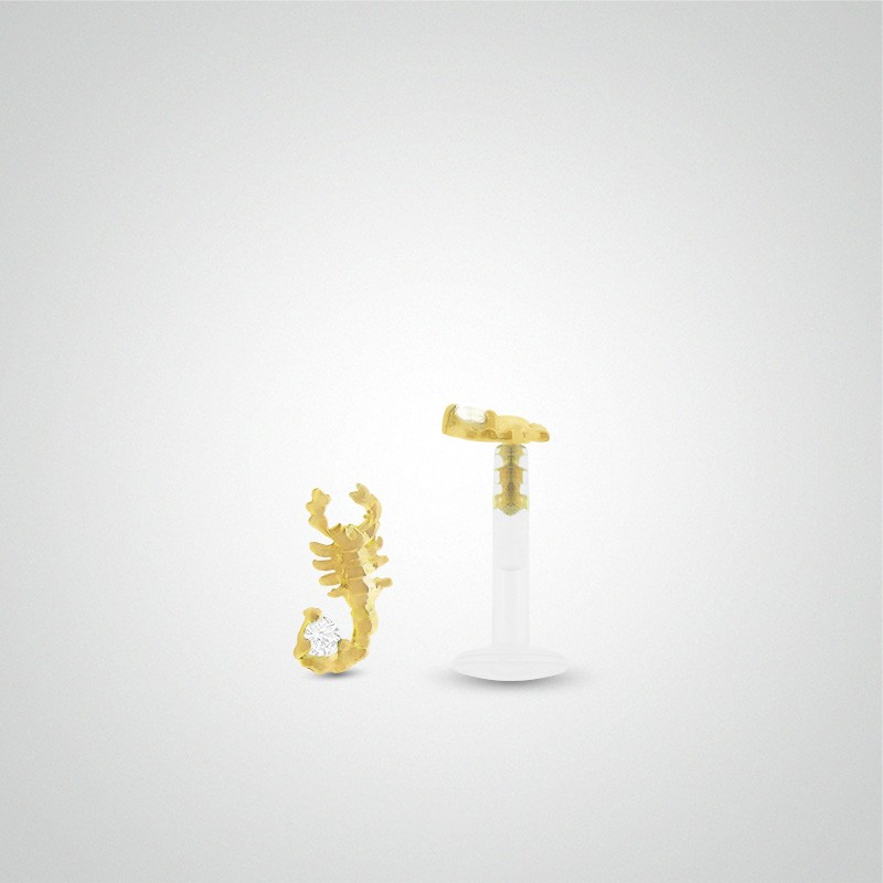18 carats yellow gold scorpion cartilage piercing (helix).
